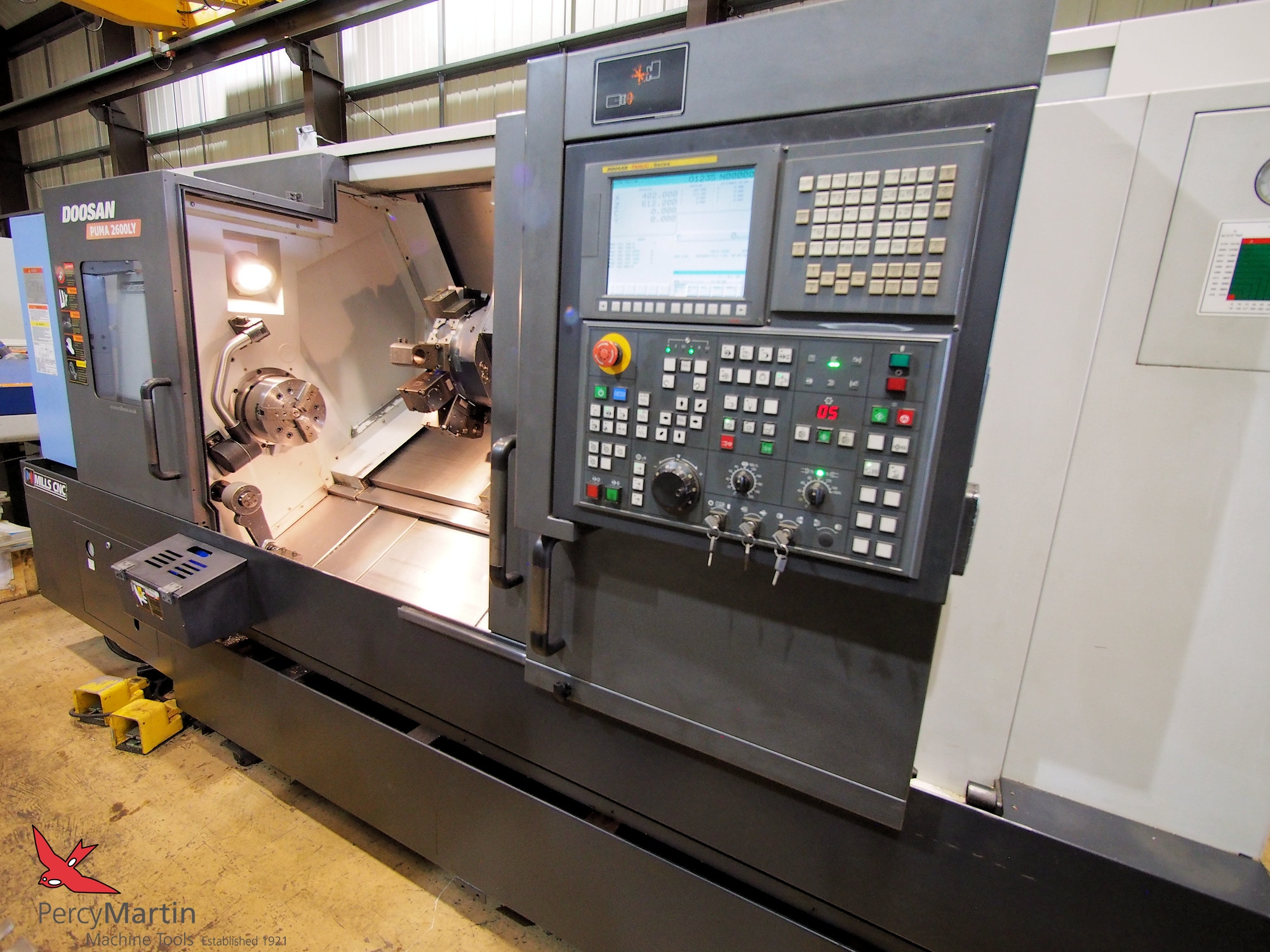 used Doosan Puma 2600LY 2011 CNC Lathes with Milling for